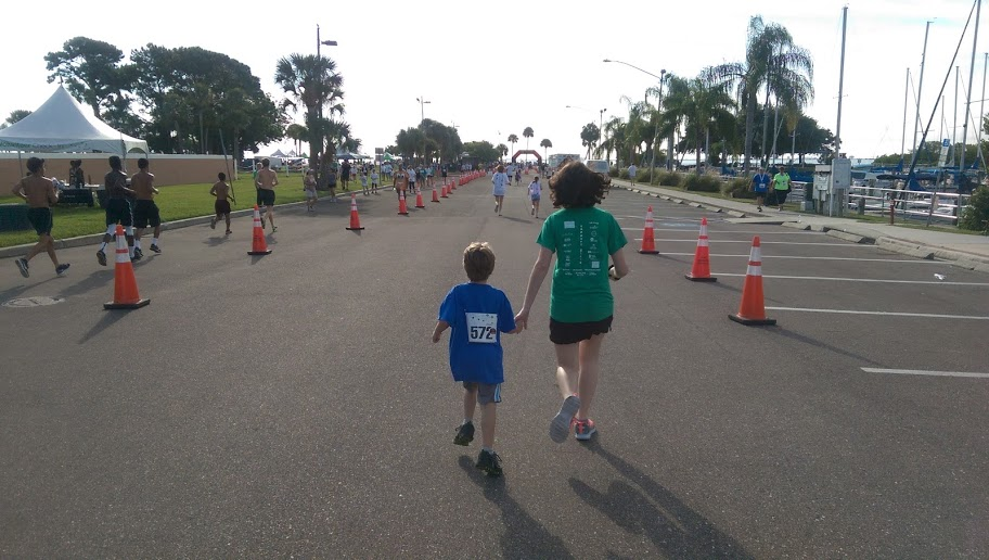 five reasons to run the thin mint sprint and tagalong trot